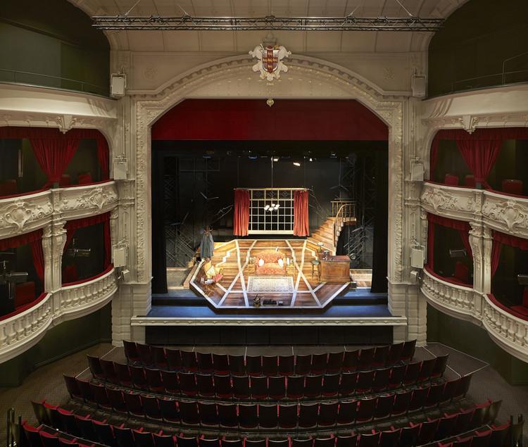 بازسازی ساختمان تئاتر
